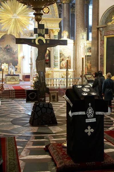 Настоятель казанского кафедрального собора протоиерей павел красноцветов в сослужении духовенства собора совершил